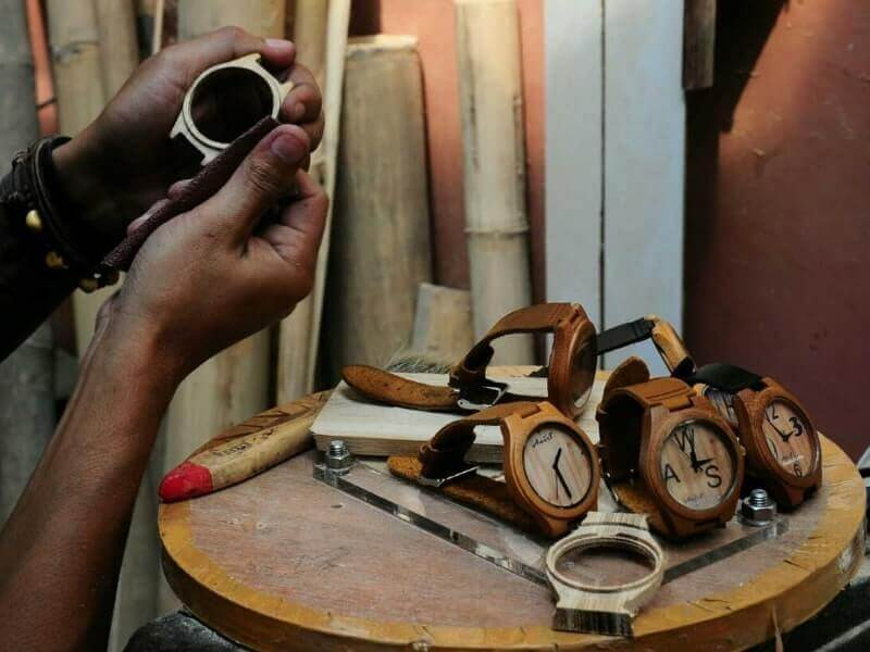 kerajinan bahan keras dari kayu