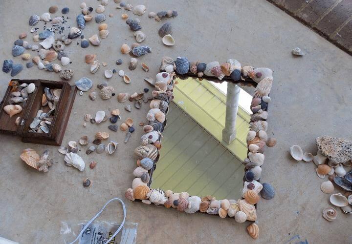 bingkai cermin dari kulit kerang