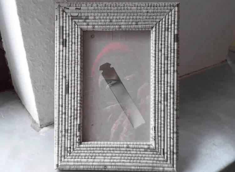 bingkai foto dari limbah kertas
