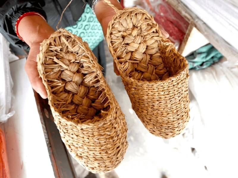 sandal jerami