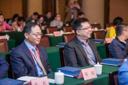 右為麗寶生醫 唐建翔博士,左為美國克裏夫蘭醫學中心代表 楊斌教授。