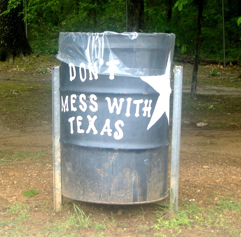 Don't Mess with Texas written on a garbage bin
