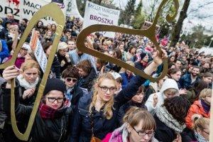 Le bras de fer des femmes polonaises contre le gouvernement du PiS