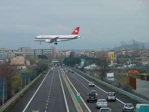 La vista che preferisco: l'aereo che si abbassa mentre passo in autostrada
