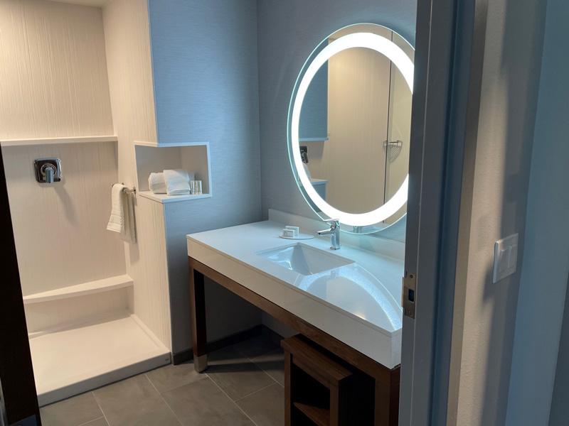 Courtyard-by-Marriott-Pensacola-West-Guest-Bathroom