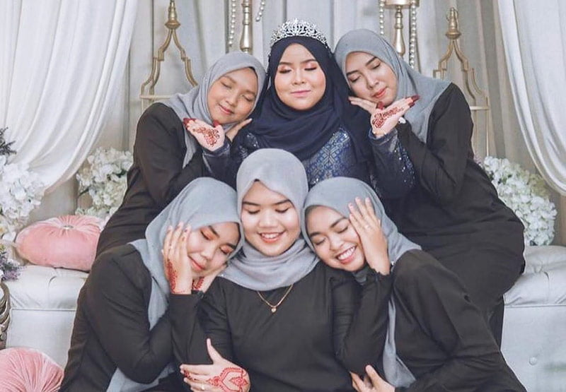 keluarga pengantin baju warna hitam