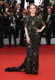 Julianne Moore, égérie L'Oréal Paris, en Givenchy haute couture et bijoux Chopard