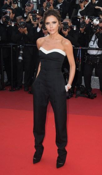 Victoria Beckham en jumpsuit Victoria Beckham de la collection automne-hiver 2016-2017 et bijoux Chopard