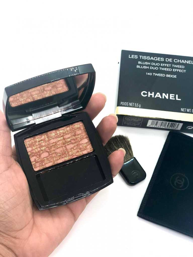 Holding Chanel Les Tissages Tweed Beige blush with glitter on it