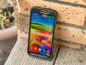 Samsung Galaxy S5 active display