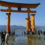 厳島神社の鳥居はなぜ倒れない?その構造と腐らない理由とは?