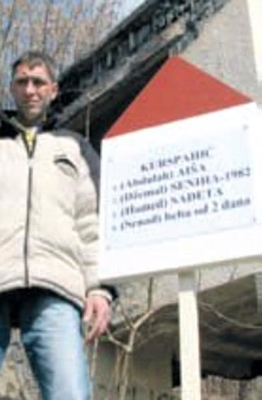 Senad_Kurspahic_pored_ploce_sa_imenima