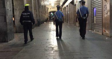 polizia municipale carabinieri turati mercatino sottoripa