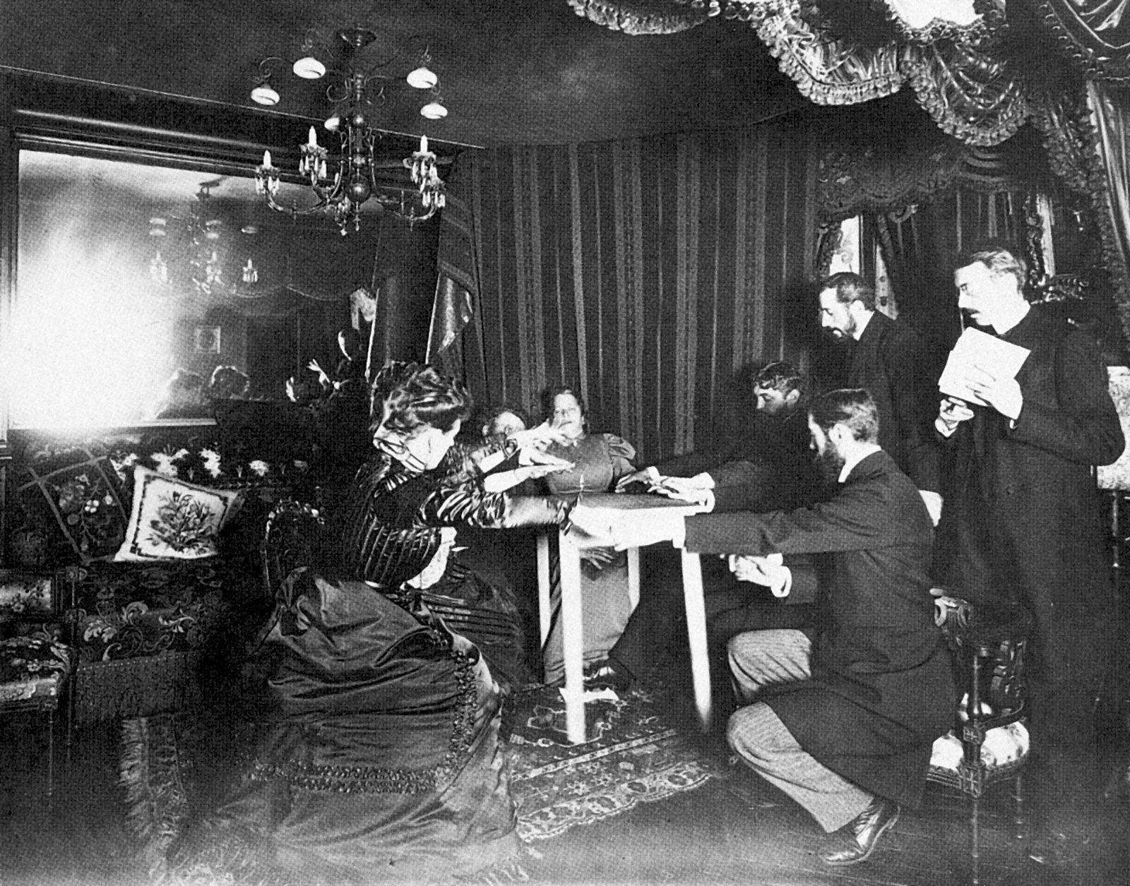 1901, le sedute spiritiche di via Giustiniani fanno discutere Genova - GenovaQuotidiana