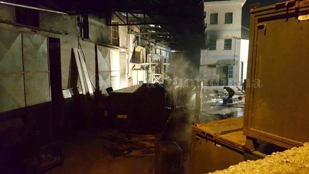 L'interno della Fideco dopo che l'incendio è stato spento. Si vedono i pompieri ancora al lavoro
