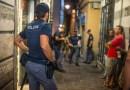 La polizia arresta un pusher del centro storico. Aveva la droga negli slip