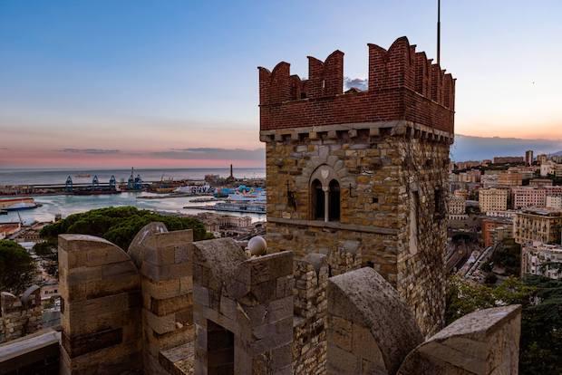 Castello D'Albertis, filosofi contro scienziati, visita guidata e QI gong all'aperto