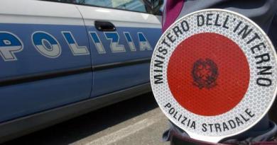 Polizia stradale senza divise estive, la denuncia del Siap