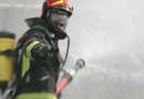 Incendio in una casa di salita Nostra Signora del Monte. Donna salvata da due vigili del fuoco fuori servizio