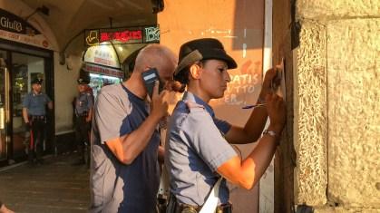 carabinieri caricamento sottoripa