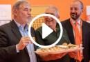 """Ecco come si mangia la focaccia, parola di Sindaco di Genova (""""Veda un po' lei!"""")"""