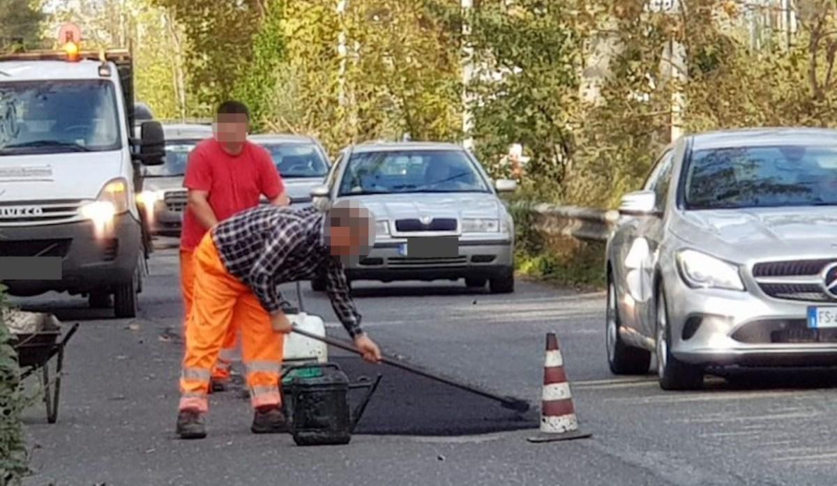 Sesso e viaggi di lusso per non vedere le riparazioni stradali fatte al risparmio: 14 condanne