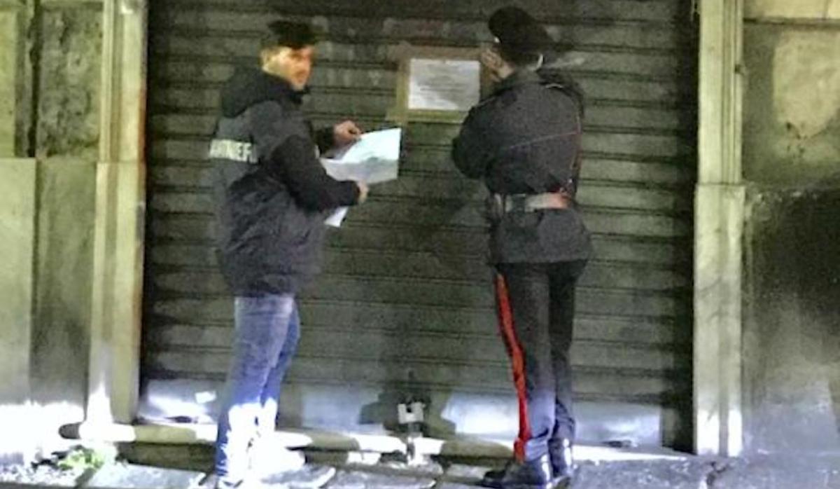 Spaccia nel suo bar in via Assarotti, arrestato dai CC. Locale chiuso