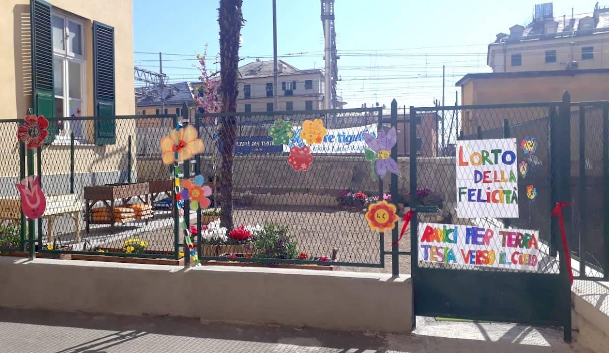 Da area degradata a giardino didattico, il miracolo dei volontari della scuola Chiabrera