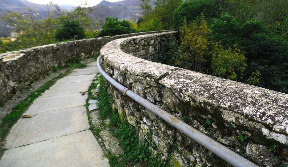Camminata per tutte le età lungo l'acquedotto storico