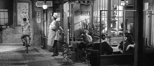Gendarme, stop that man -- he has no baguette!
