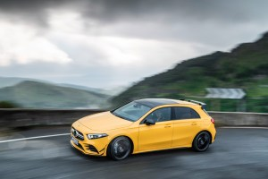 - Der neue Mercedes-AMG A 35 4MATIC: Neuer Einstieg in die Welt der Driving PerformanceThe new Mercedes-AMG A 35 4MATIC: New entry-level model opens up the world of driving performance