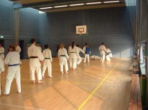 onder training,,