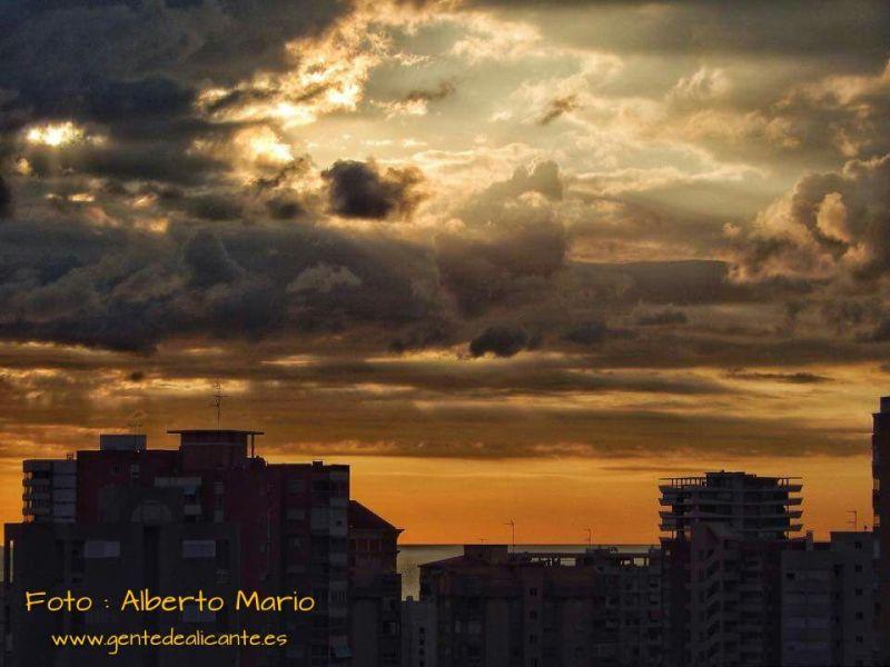 Cielo-nublado-amanecer-alicante-Alberto-Mario