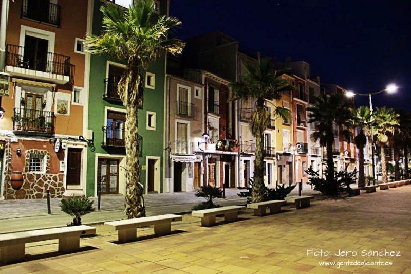 Villajoyosa-noche-provincia-alicante-gentedealicante.es