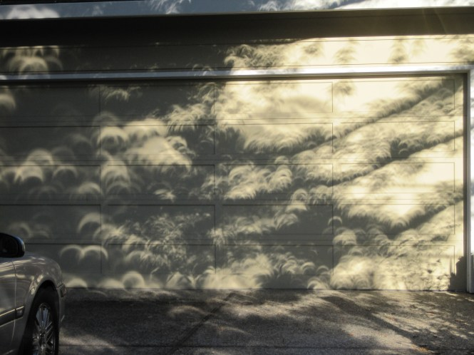 Check out the bizarre light effects of an eclipse on this garage door