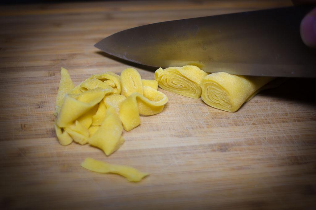 Kako pripremiti svježu tjesteninu (tagliatelle) - rezanje