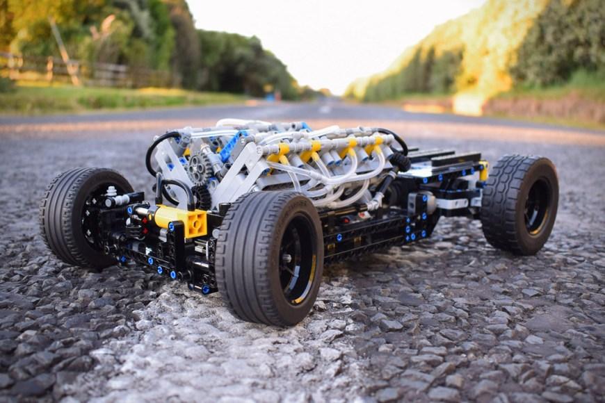 Technic-Pneumatic-V8-Hot-Rod-By-Green-Gecko-Workshop-1