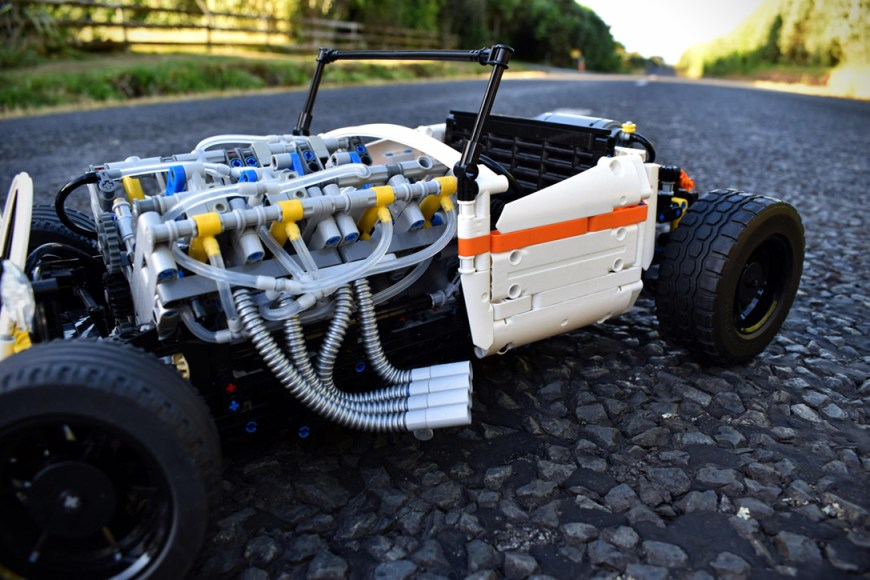 Technic-Pneumatic-V8-Hot-Rod-By-Green-Gecko-Workshop-2
