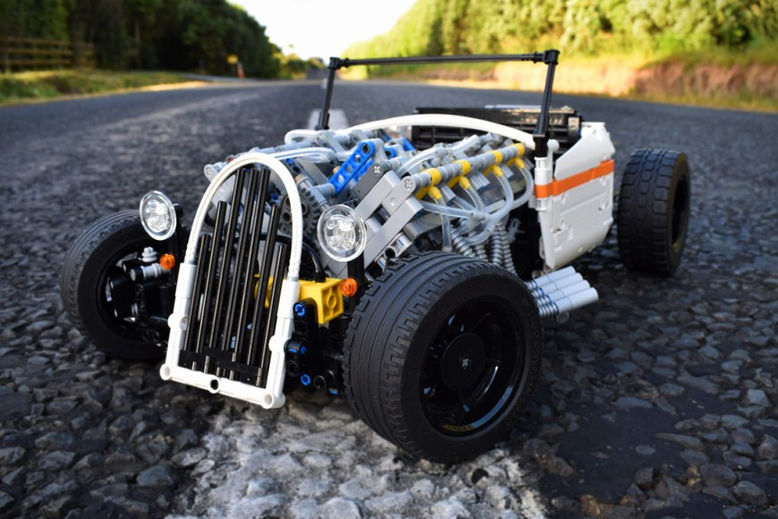 Technic-Pneumatic-V8-Hot-Rod-By-Green-Gecko-Workshop