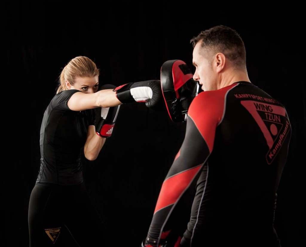 Svaki borilački stil tj. borilački sport ima svojih određenih prednosti i  mana. Svaka je borilačka vještina ili sport dobra za vježbanje ako je  stručno ... 1e7a8f3340