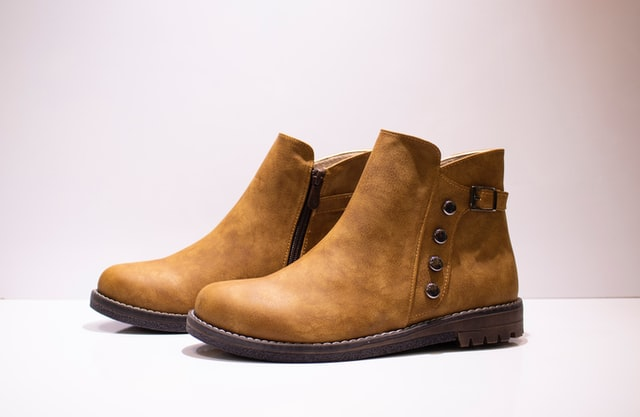manly leather boots to clean
