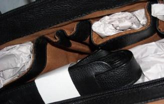 supergenti , servieta de lux, geanta neagra piele naturala 100%, imagini cu interiorul gentii; asortat in negru si maro