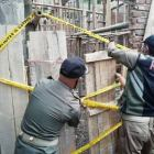 Satpol PP Kabupaten Garut menutup Masjid milik Ahmadiyah di Kampung Nyalindung, Desa Ngamplang, Kecamatan Cilawu, Kab. Garut  (foto: GentraPriangan)