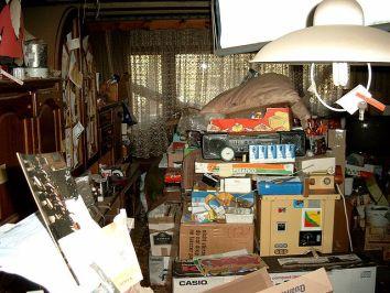 640px-Compulsive_hoarding_Apartment