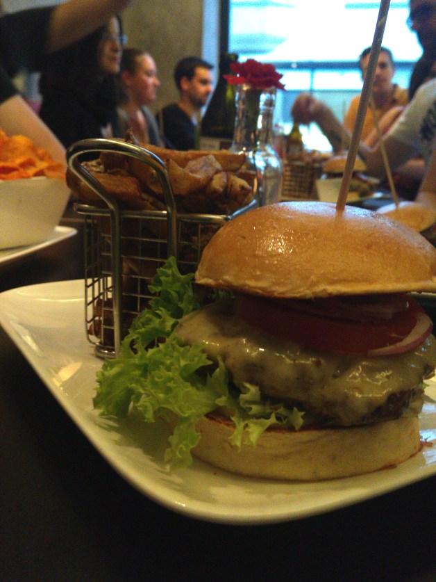 Vordergrund: Burger Hintergrund: Burger City Guides