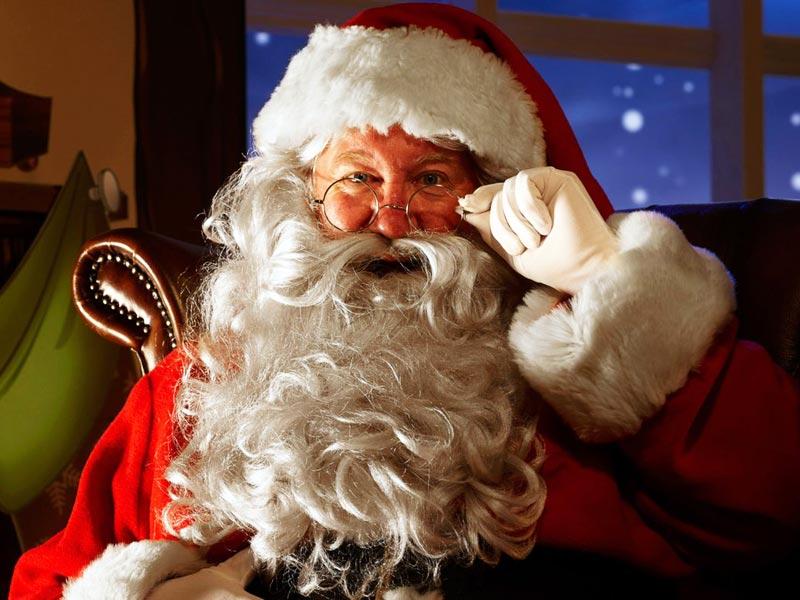 . «ЮЛИЯ» Рождество, «Пукки» туралы - Козлов, яғни Рождестволық ешкі туралы. Дәл осыдан бірнеше жыл бұрын, Санта Клаус ешкі терісін киіп, ешкіге жеткізілген сыйлықтар. Сұр шаш, таза сақал және мұртты. Қызыл пиджак, шалбар және қалпақшалар. Қара былғары белбеуі. Міндетті түрде - көзілдірік. Ол «Таулы Тау») тауында тұрады, бұл қайғы-қасіретте емес, саябақта емес. Оның әйелі Моримен (Мария) және гномдармен бірге. Үлкен уақытта, ол үйде (колласт) өтіп, мойынсұнғыш балаларға емделіп, мойынсұнған балалармен бірге жүрді және жазаланған тәнді жазалайды (мен оған Рогаға кидім). Кейіннен оқу сәті жіберілді. Заманауи сурет пен аңыз негізінен американдық Аяз Атаға алынды.