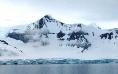 Seasonal and Diurnal Dynamics of Subglacial Channels: Observations Beneath an Alpine Glacier