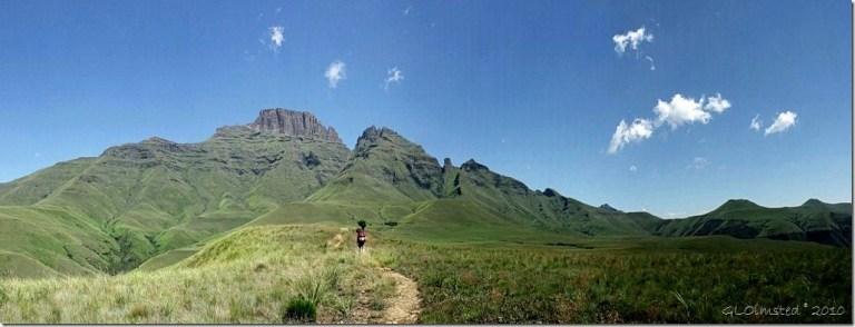 01 Champagne Castle, Cathkin Peak & the Sterkhorn Drakensburg hike KwaZulu-Natal ZA pano (1024x390)