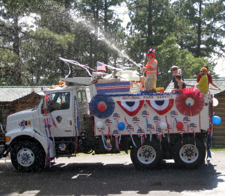 01 NPS truck in 4th of July Parade GRCA AZ 2009 (1024x891)
