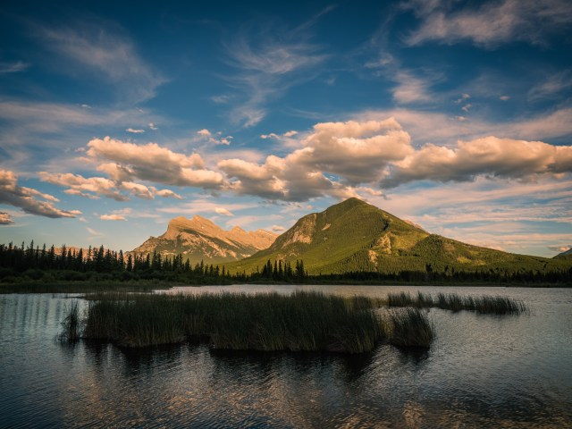 mount-rundle-vermillion-lake